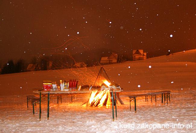 Znalezione obrazy dla zapytania ognisko góralskie zimowe